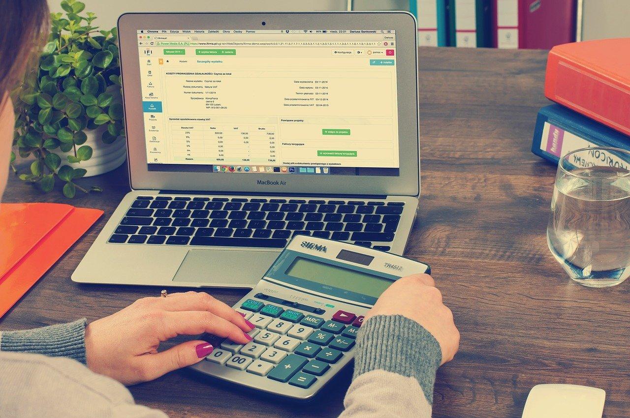 comptabilité hôtel sur un ordinateur